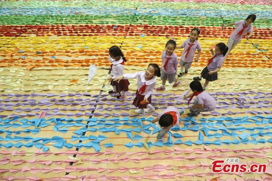 Paper aircrafts set Guinness World Record in Beijing